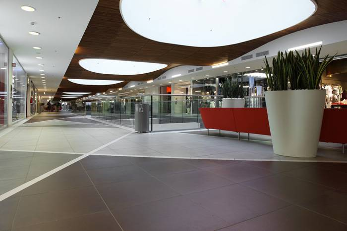 Centro commerciale il grifone italy fiandre for Centro commerciale campania negozi arredamento