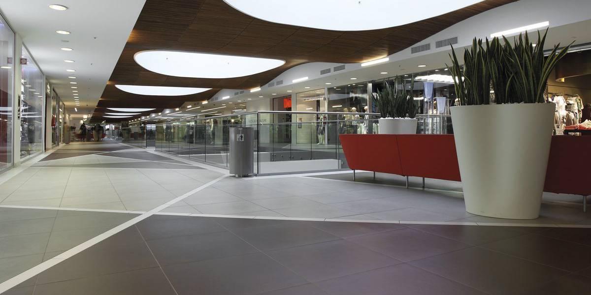 Facciate E Pavimenti Di Centri Commerciali Supermercati E