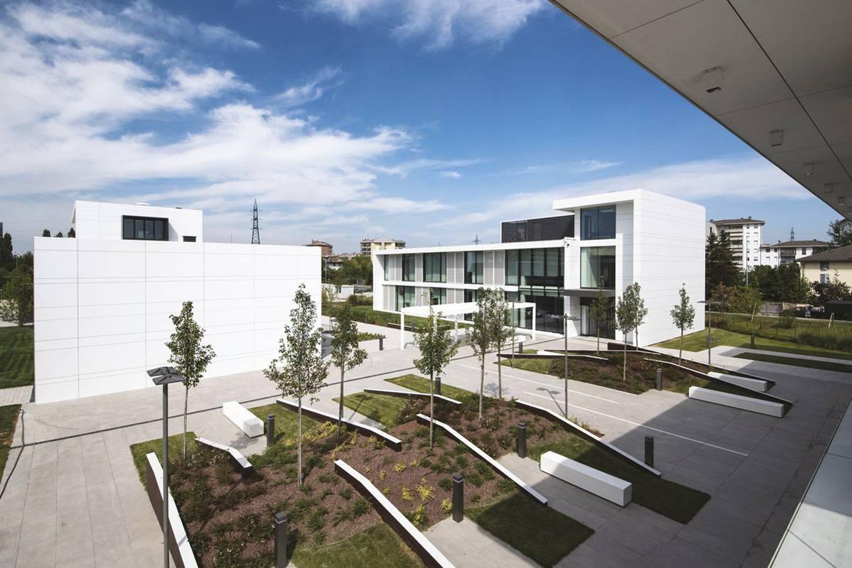 Centro direzionale atrium italy fiandre for Progetti di costruzione commerciale gratuiti
